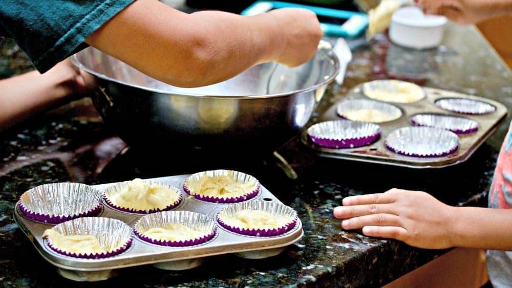 Simple White Cake cupcakes