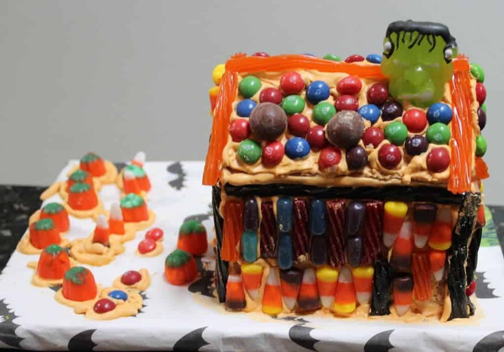Lainy's DIY Graham Cracker haunted house. Kids love this project.