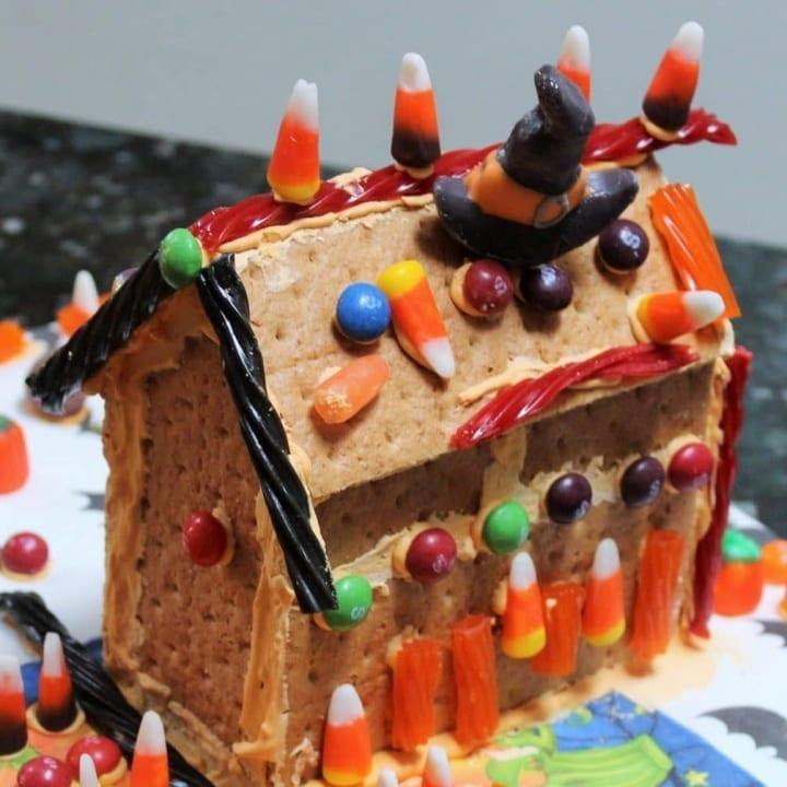 DIY GrahamCrackerHaunted House