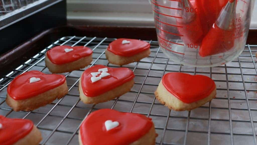 decorator icing for cookies. Incredibly simple icing! by homemadefoodjunkie.com