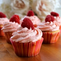 Champagne Cupcakes with a Raspberry Buttercream Frosting