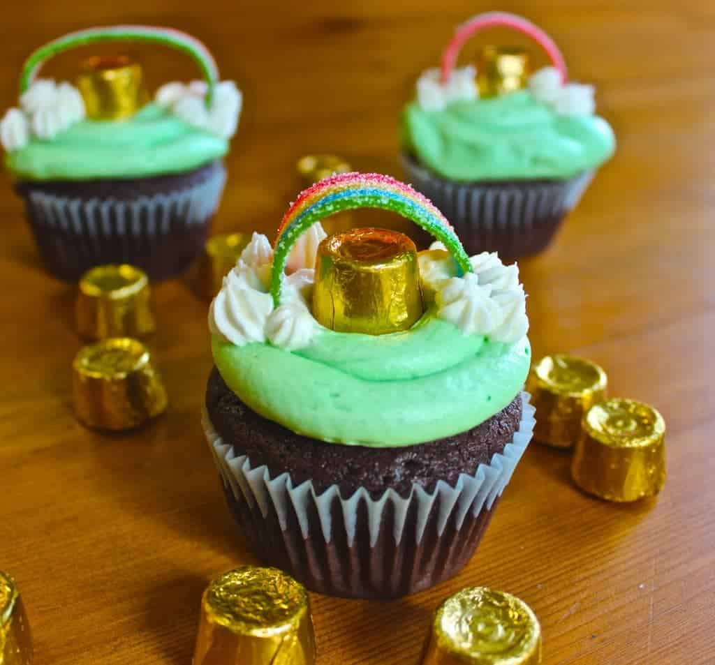 ST Patricks Day Guinness Cupcakes are So Cute and tasty with mint buttercream frosting. Make these for your Rainbow Holiday Party! Kids Love them!