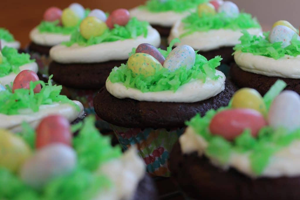 Easter Egg cupcakes with a Cadbury egg baked into the center of the ...