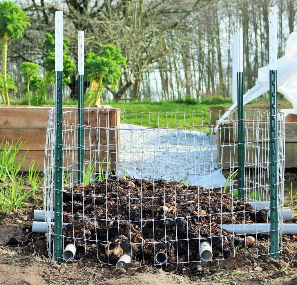Learning About Compost . This is the new design we are trying. http://HomemadeFoodJunkie.com