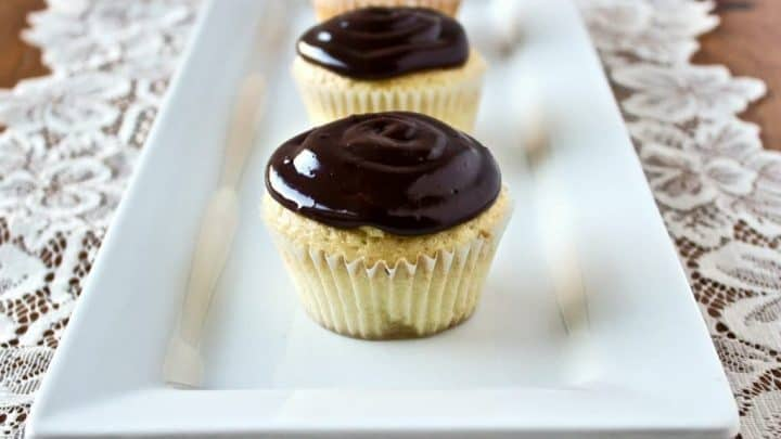 Fresh Chocolate Eclair Cupcakes