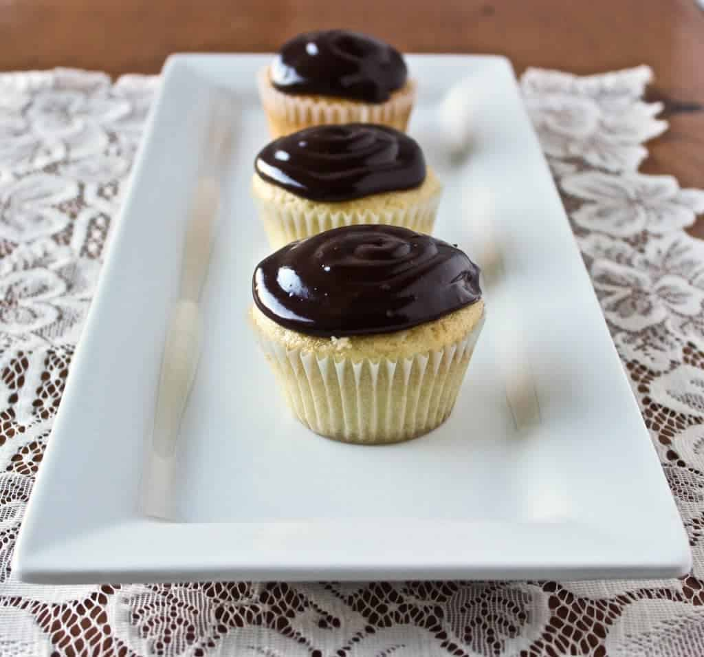 Fresh Chocolate Eclair Cupcakes