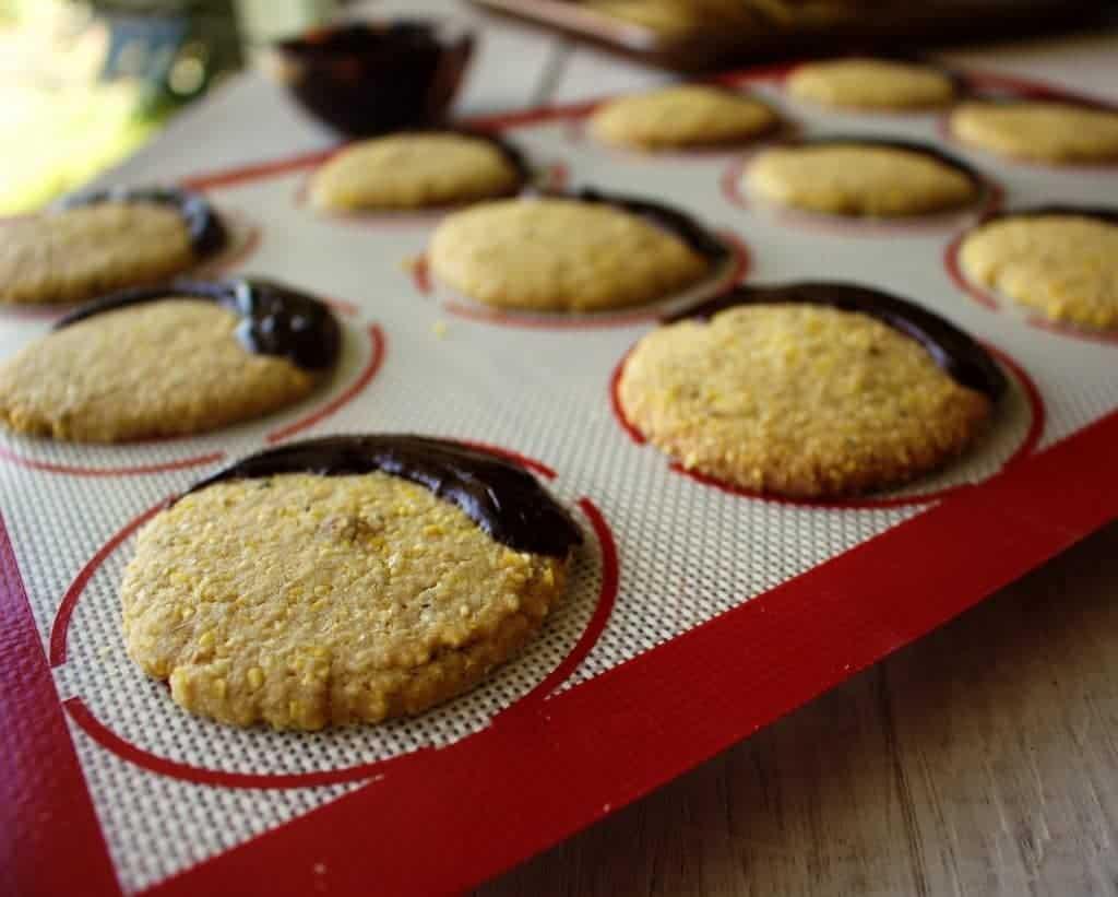 Crunchy cornmeal cookies