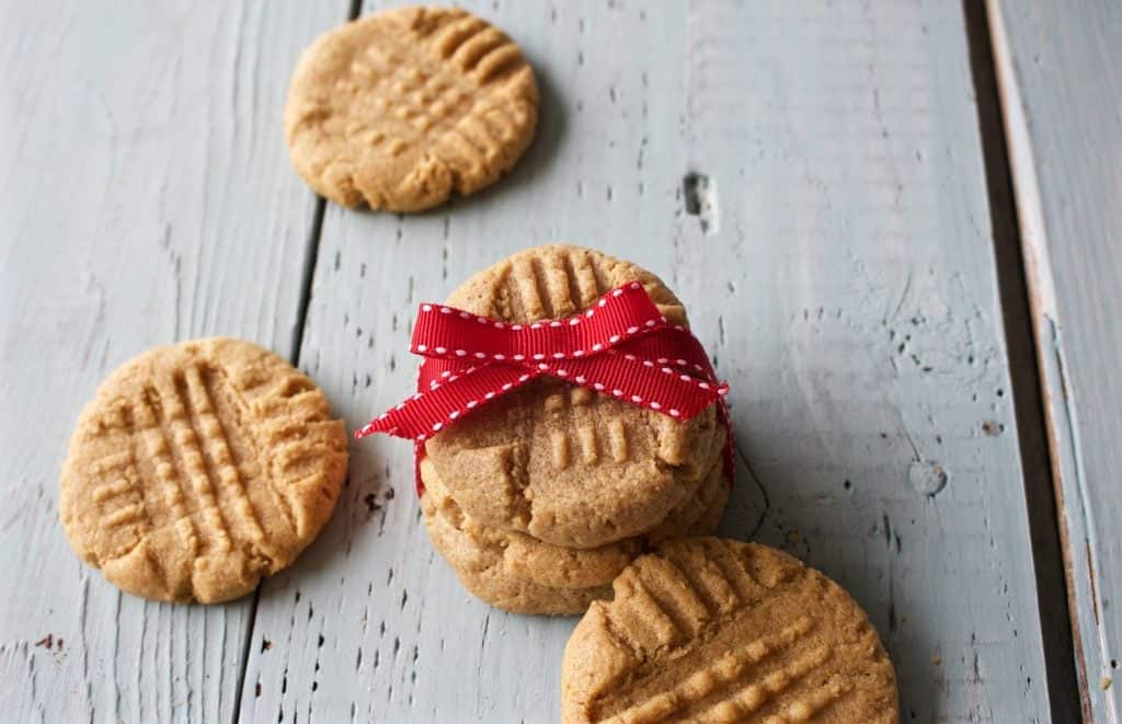 3 Ingredient Peanut Butter Cookies are fast and simple to make. These treats are gluten free, low sodium, and dairy free. http://HomemadeFoodJunkie.com