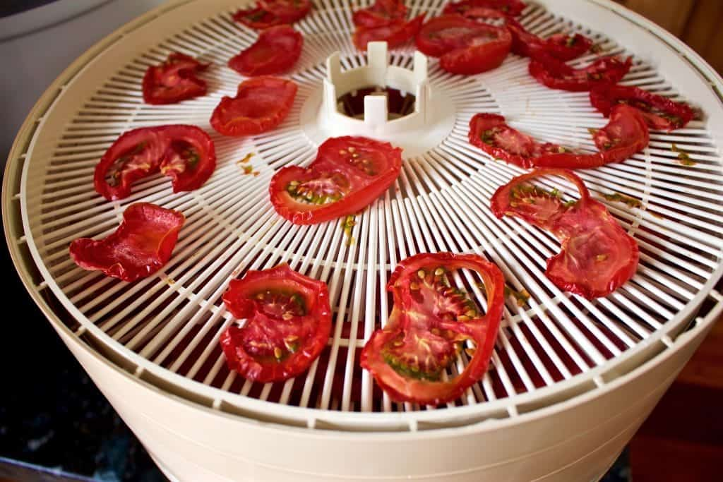 Drying tomatoes in a dehydrator