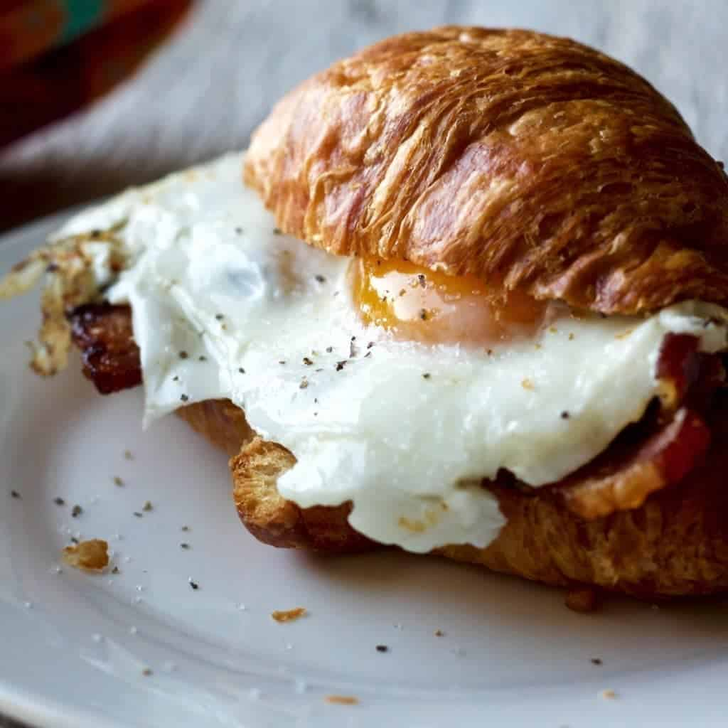Bacon And Egg Croissant Sandwich Is A 'Quick To Make' Filling Breakfast To Power Up Your Busy Day. By Homemadefoodjunkie.com