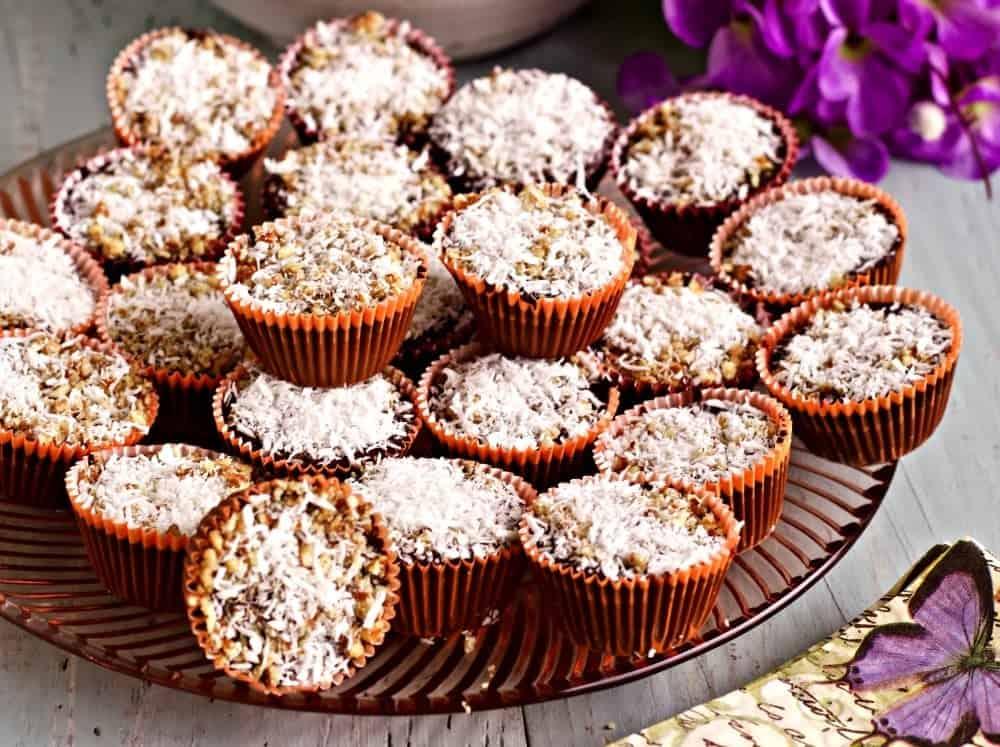 Chocolate Coconut Fat Bombs Low-Carb, Low-Sodium, Vegan, Vegetarian, Dairy-Free, Gluten-Free. Http://Homemadefoodjunkie.com