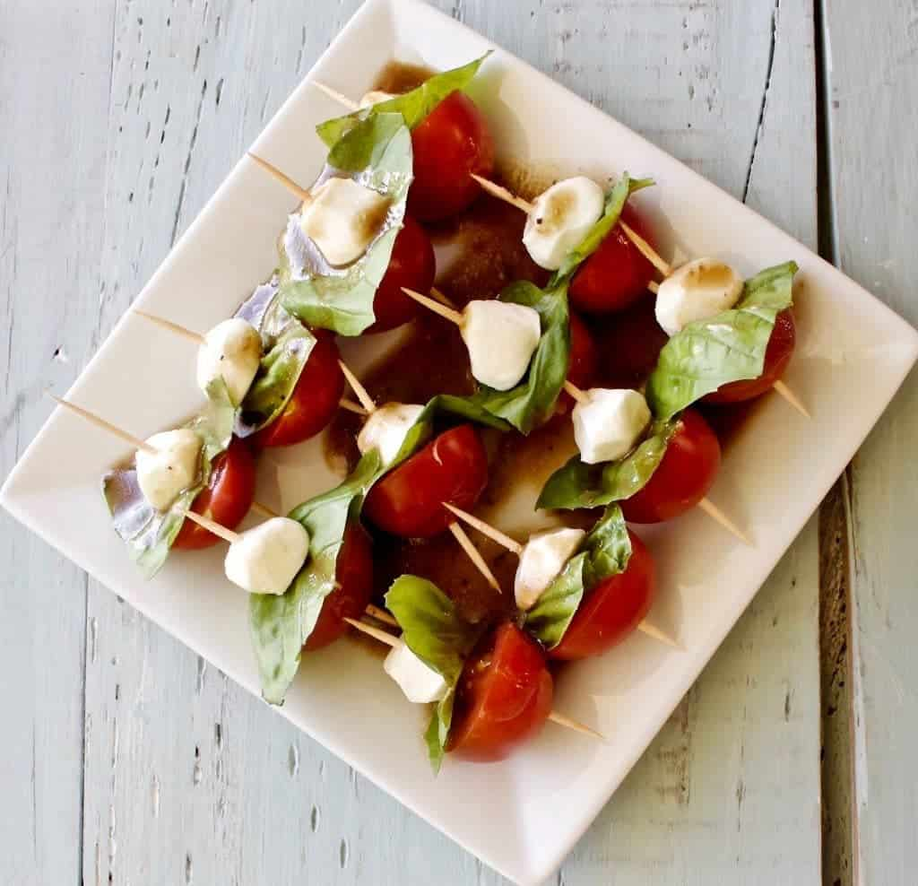 Caprese Salad Bites easy, healthy, fun party food! http://homemadefoodjunkie.com