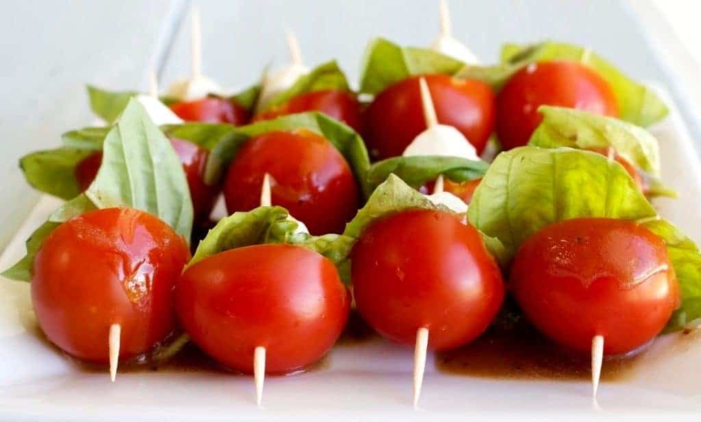 Caprese Salad Bites Easy, healthy, fun! http://homemadeFoodjunkie.com