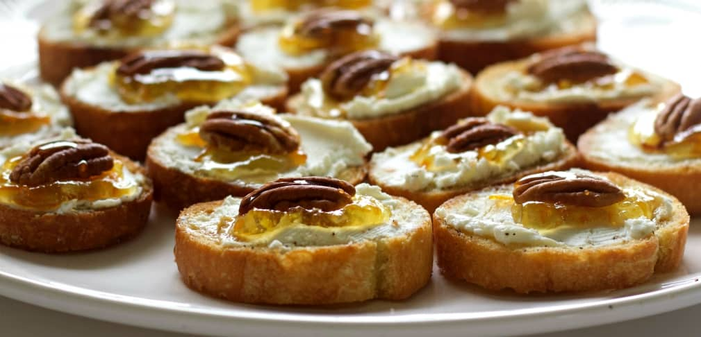 Crostini With Goat Cheese And Pecans