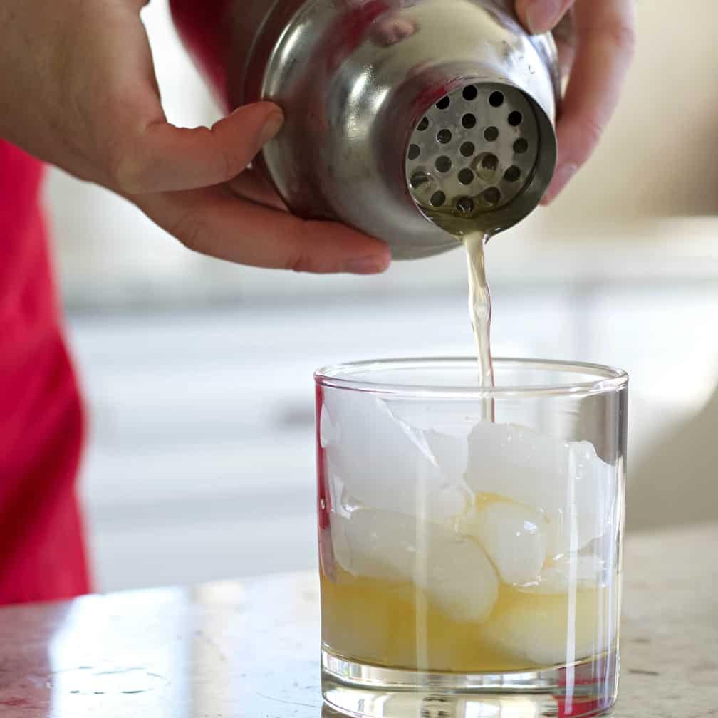 Pouring a Amaretto sour