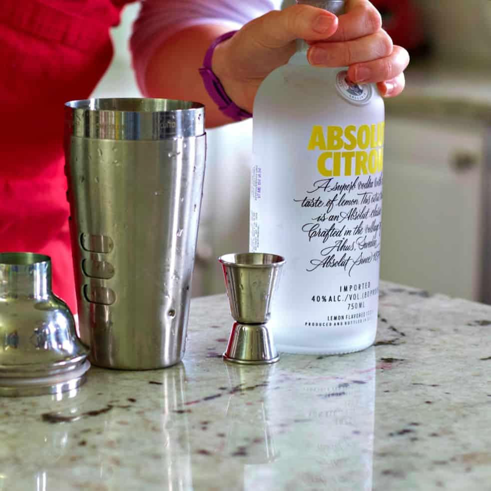 Absolut Citron Vodka-cosmopolitan drink