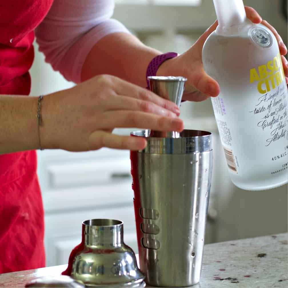 measuring absolut-cosmopolitan drink recipe
