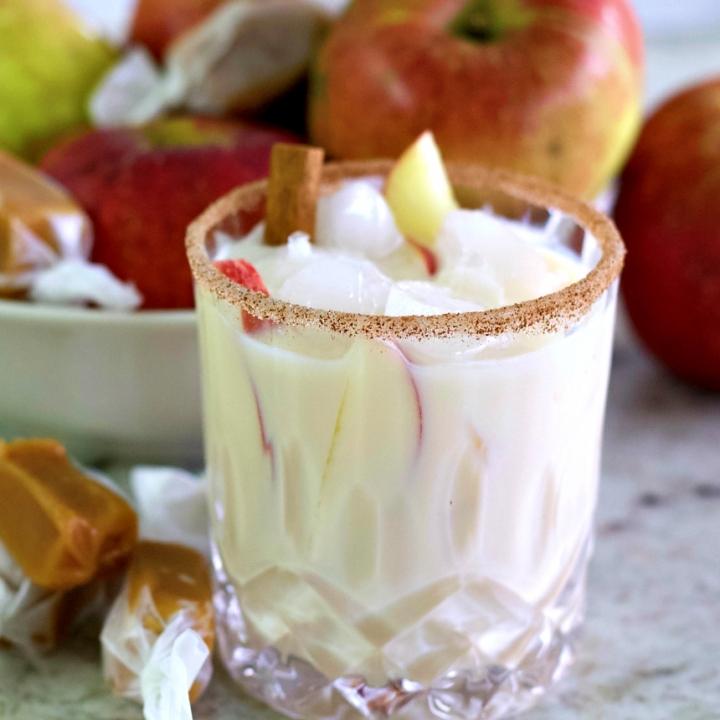 Baileys apple pie cocktail